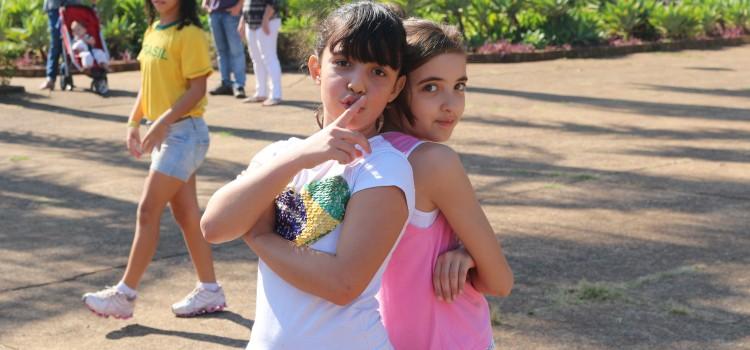 Oba! As fotos do Ensaio do Flash Mob Agito Kids na Praça do Canhão em Ribeirão Preto já estão disponíveis!
